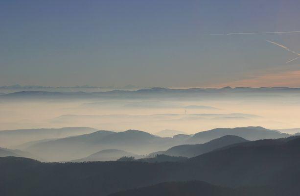 003 Blick vom Belchen zu den Alpen
