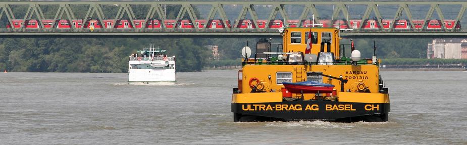 0036 auf dem Rhein