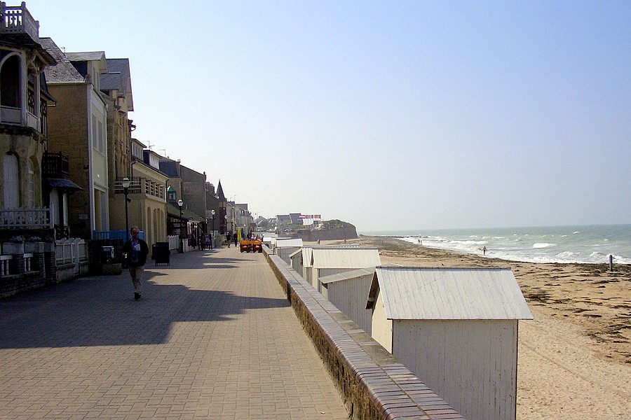 008 F nor St. Aubin: Strandpromaenade (links)