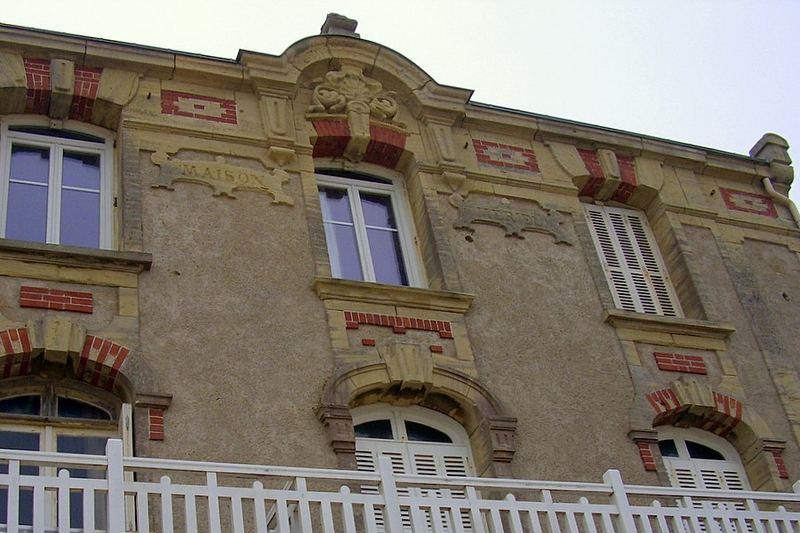 014 F nor St. Aubin: Fassade Rathaus