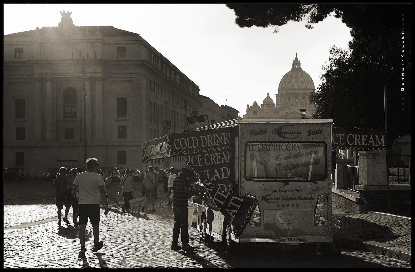 06957 - Eis unter den Augen des Papstes (Italienische Impressionen)