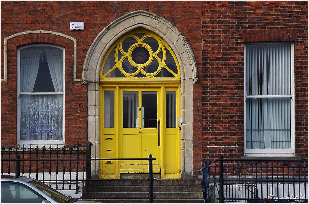 1 door 2 windows