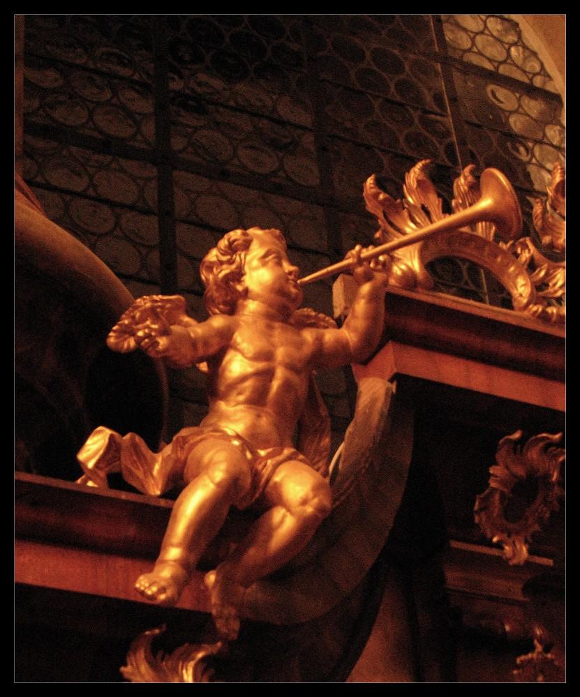 [1] - et primus angelus tuba cecinit -