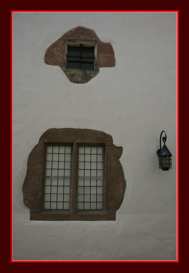 1 Laterne und 2 Fenster
