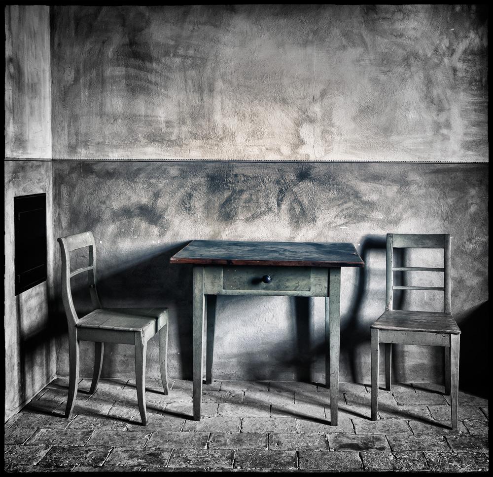 1 tisch und 2 st hle foto bild stillleben tisch und st hle motive bilder auf fotocommunity. Black Bedroom Furniture Sets. Home Design Ideas