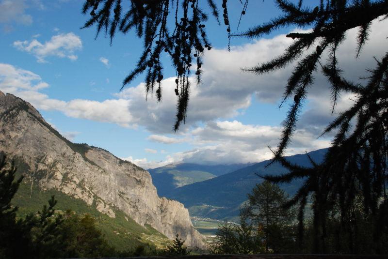(1) Vue sur la vallée du Rhône