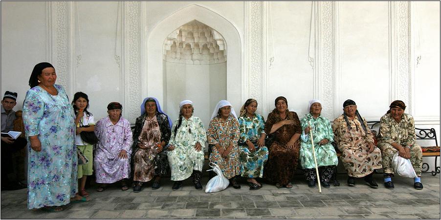 10 pilgerinnen, 1 enkeltochter und 1 mullah