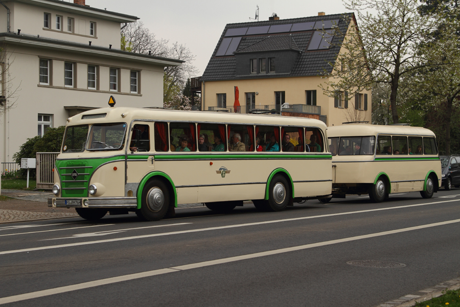 100 Jahre Bus in Dresden