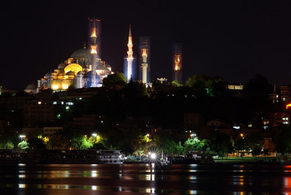 1001 Nacht Süleymaniye cammii at night