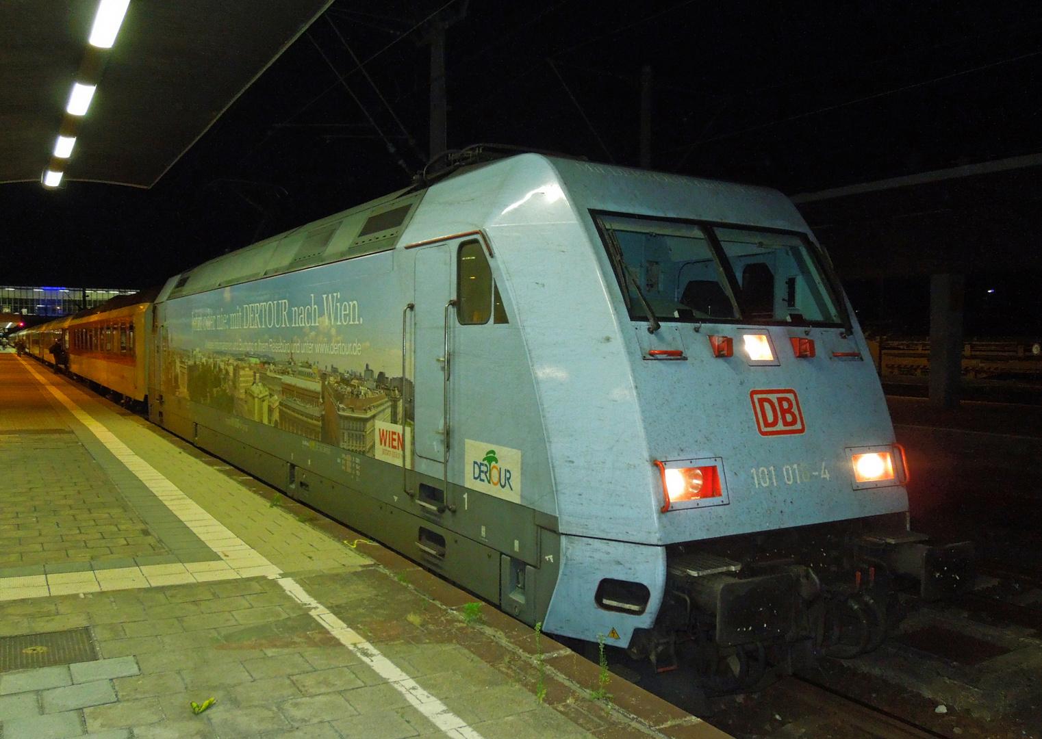 101 016-4 mit CNL 459 in Heidelberg