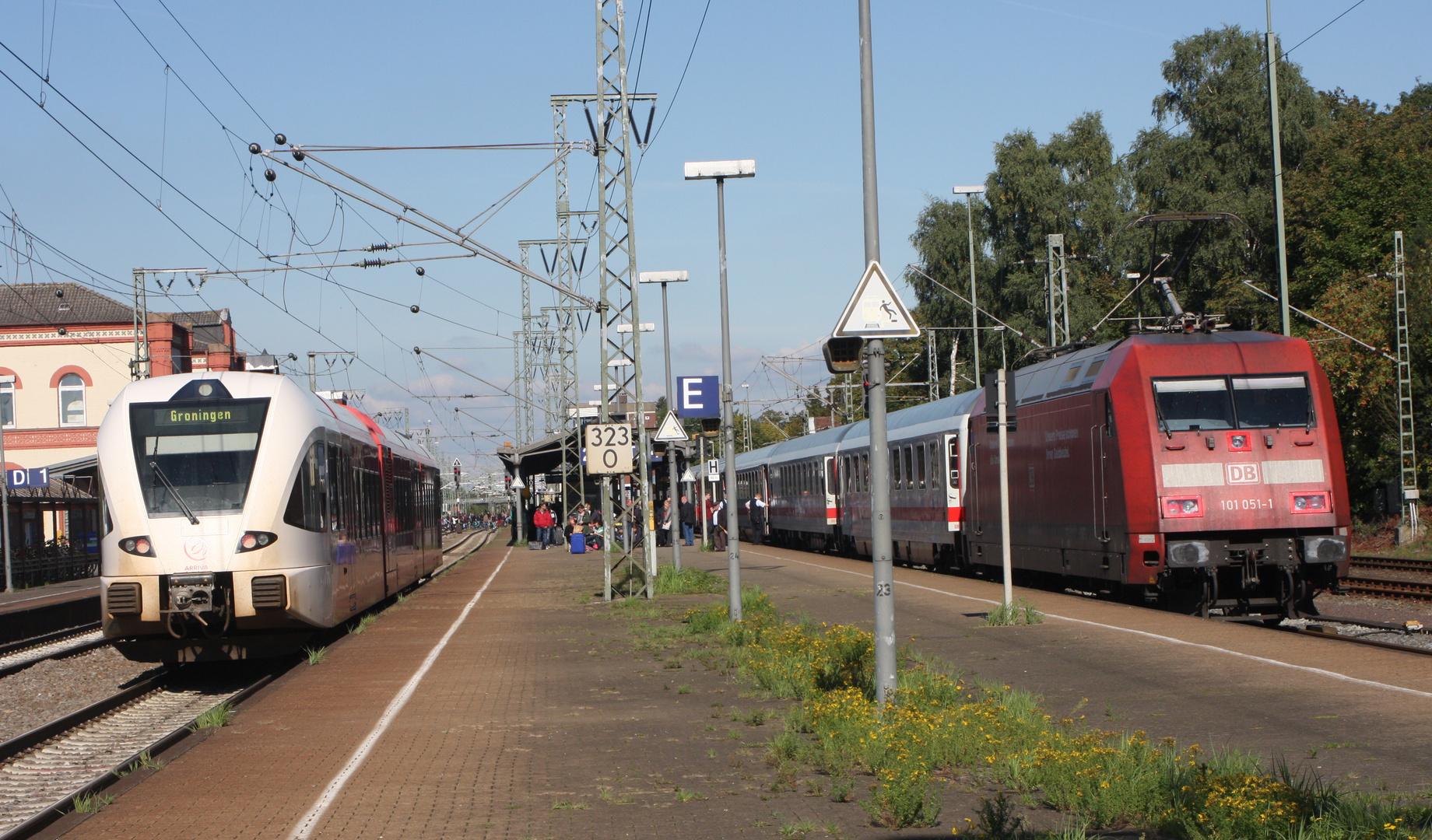 101-051-1 und Arriva GTW in Leer 27-09-2013
