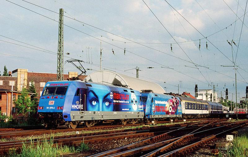 101078-4+101061-0 in Hamburg-Altona mit EN491.