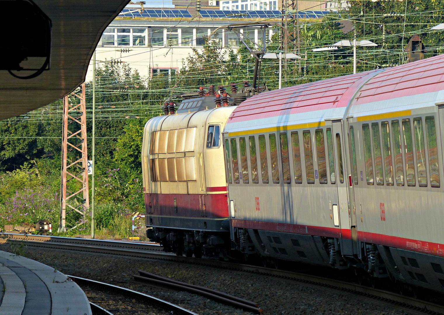 103 235-8 in Essen Hbf - 3