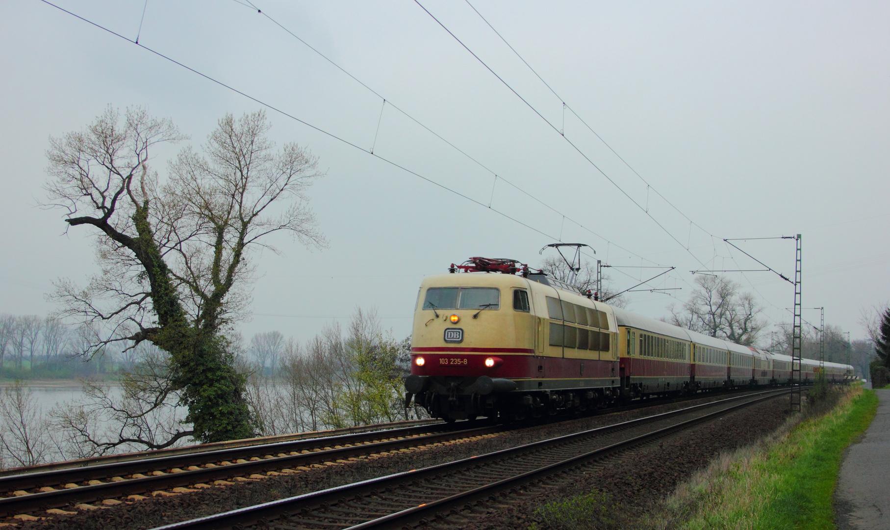 103 235-8 nach Basel