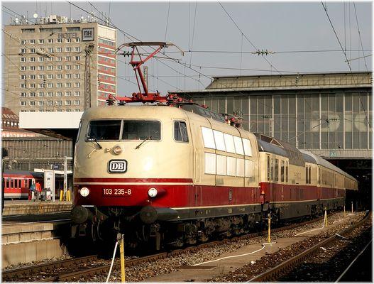 103 235 in München Hbf