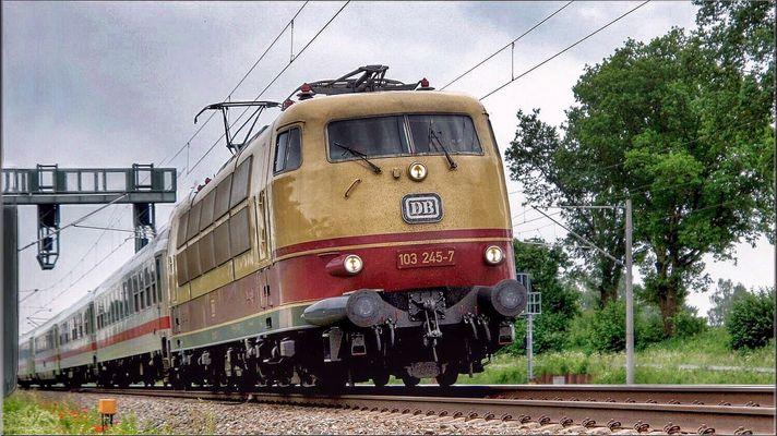 103 245-7 am 10 Juni 2015 bei Hochdorf Mering Richtung Augsburg