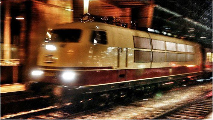 103 245-7 am 17 Dezember 2014 im Augsburger Hbf...Wetter Inferno..