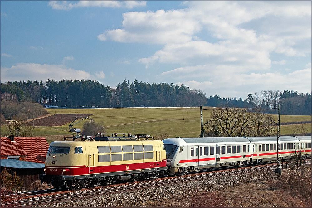 103 245-7 mit IC 2206 mit ganz besonderem Lokführer am 1.4.2013 in Otting Weilheim