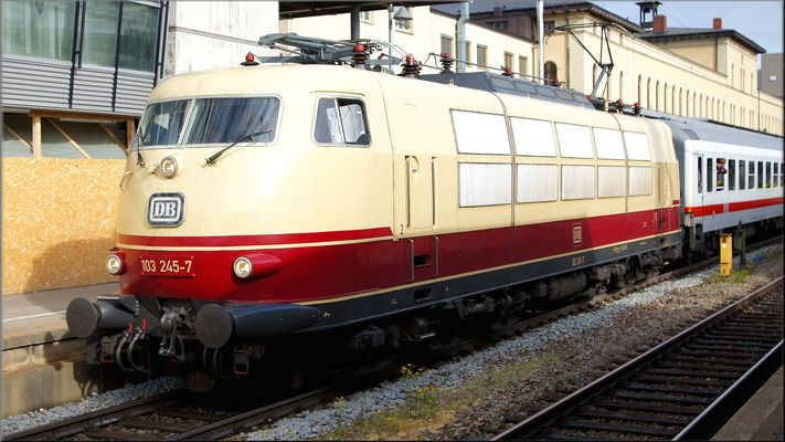 103 245-7 Prinzessin im Augsburger Hbf am 10 Mai 2016