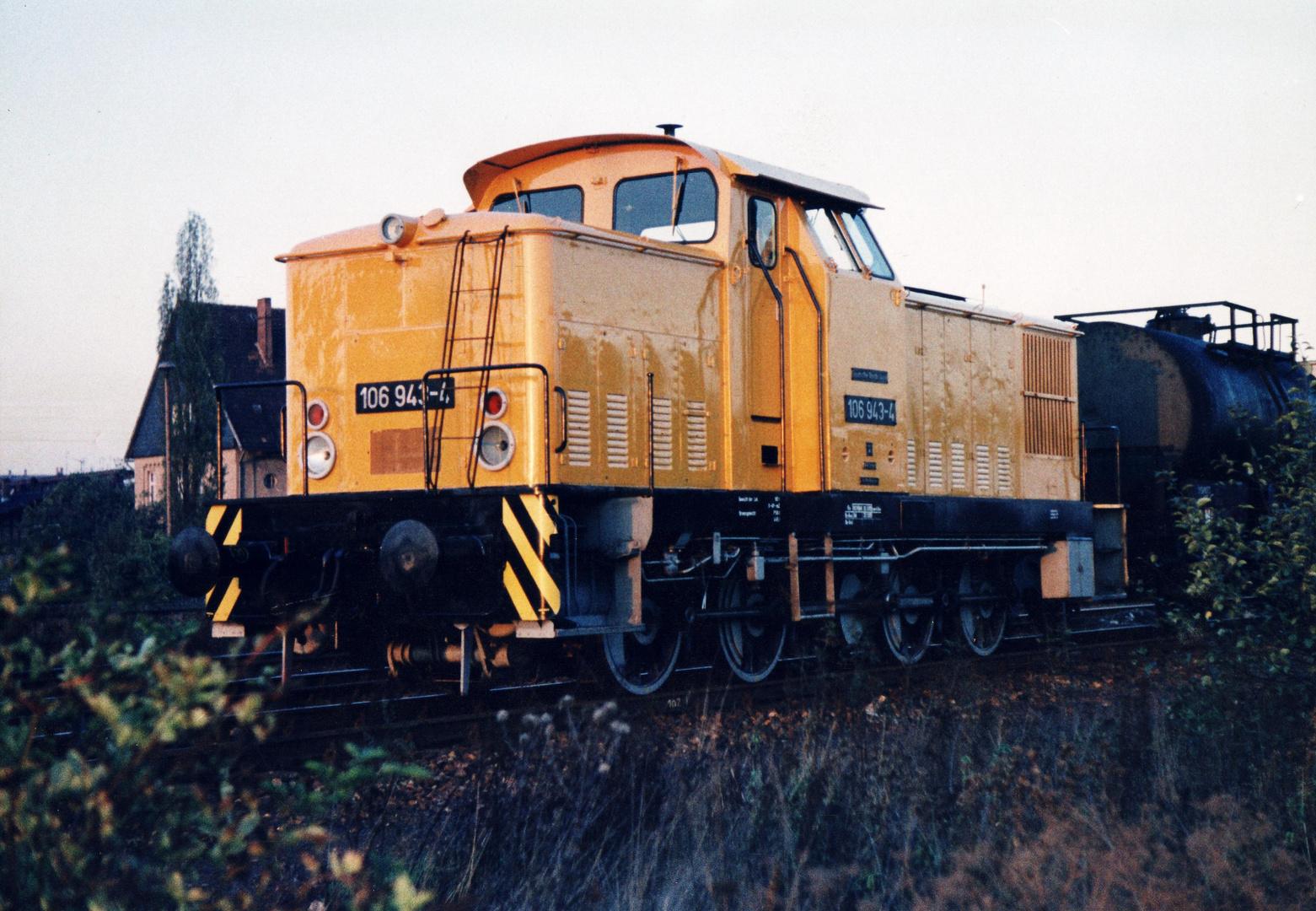106 943-4 rangiert 1989 in Nordhausen !