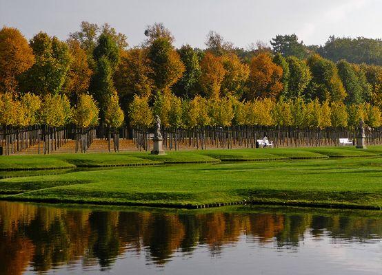 (108) Herbstlicher Schloßgarten