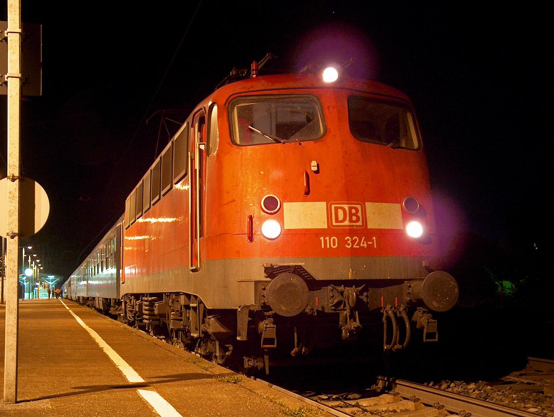 110 324-1 mit Autoslaaptrain 13201 in Müllheim (Baden)