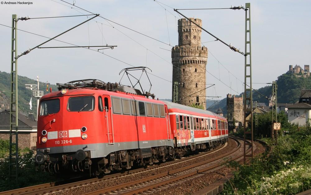 110 326-6 mit dem RE 12130 in Oberwesel am 31.7.08