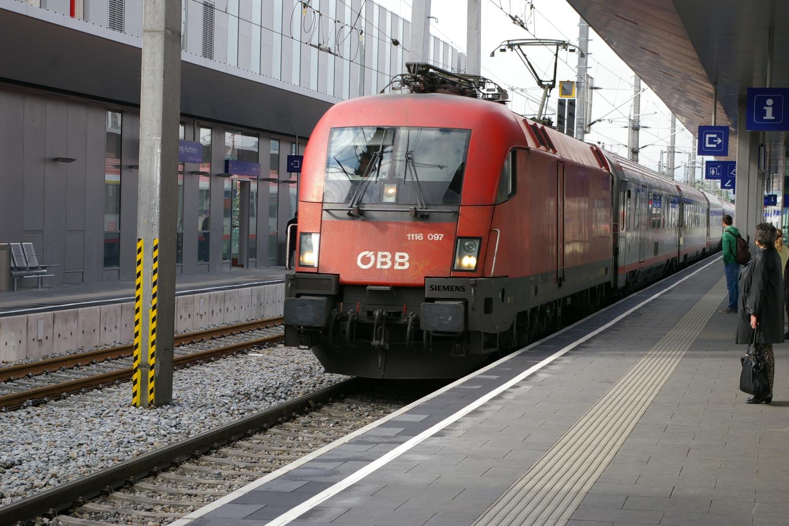 1116 097 mit Zug 545 am 04.05.2014 ankommend in Attnang-Puchheim