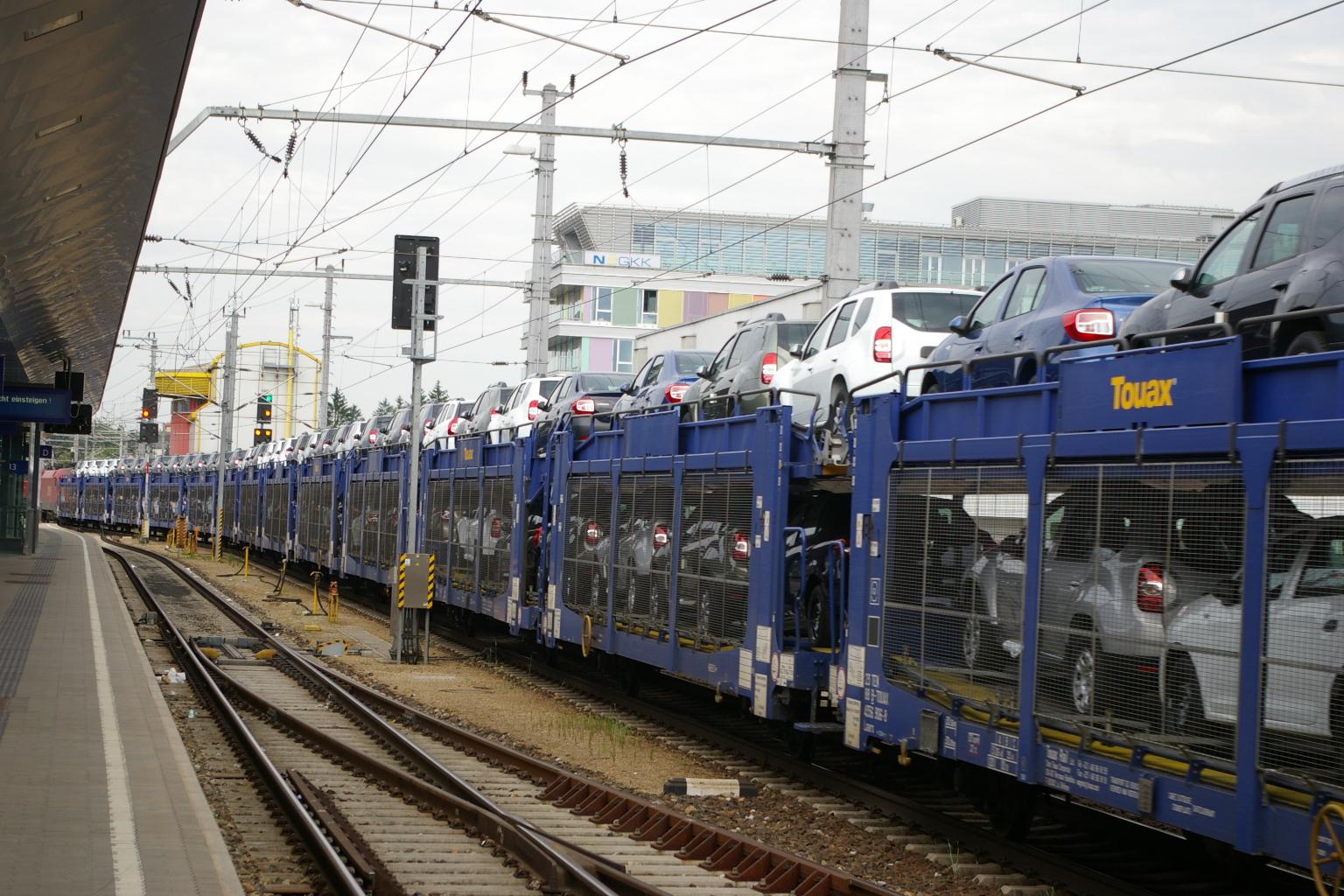 1116.020 mit Autozug in St.Pölten Hbf
