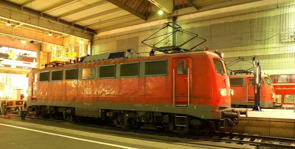 115 bei Nacht in München Hbf