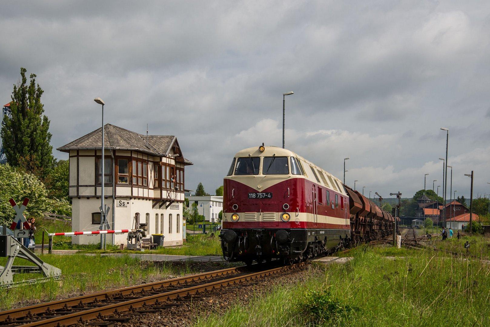 118 757-4 durcheilt Sondershausen.