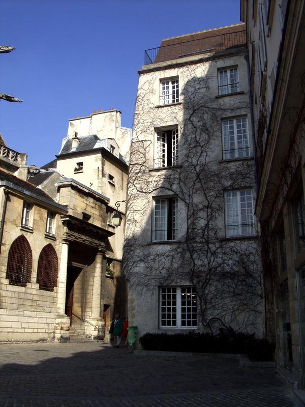 12 Rue des Barres