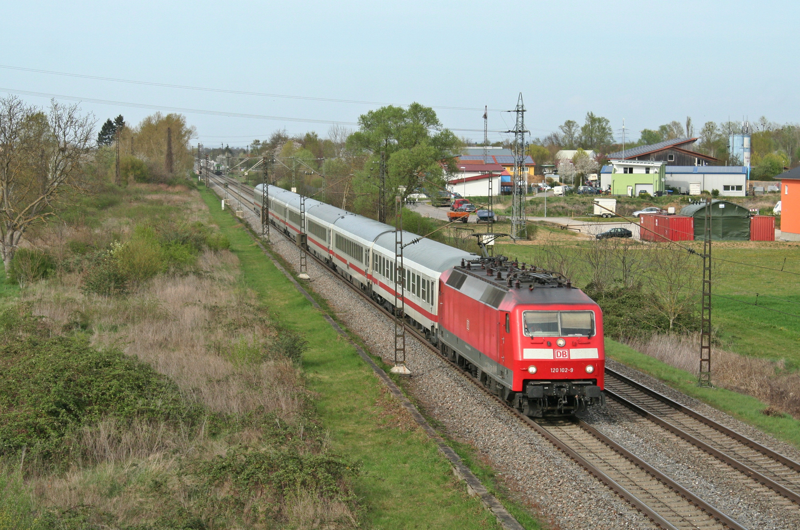 120 102-9 mit der Kp-Reserve in Buggingen