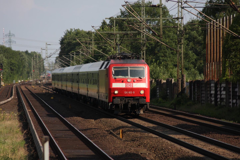 120 102 vor IC in Halstenbek
