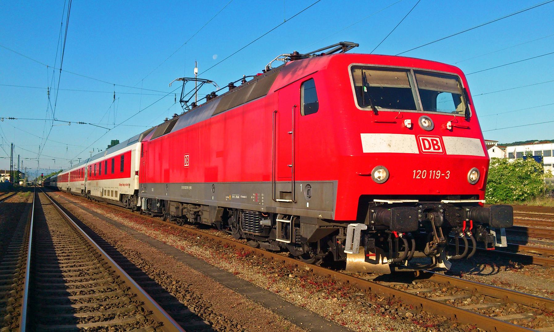 120 119-3 einen Tag später in Lörrach Gbf
