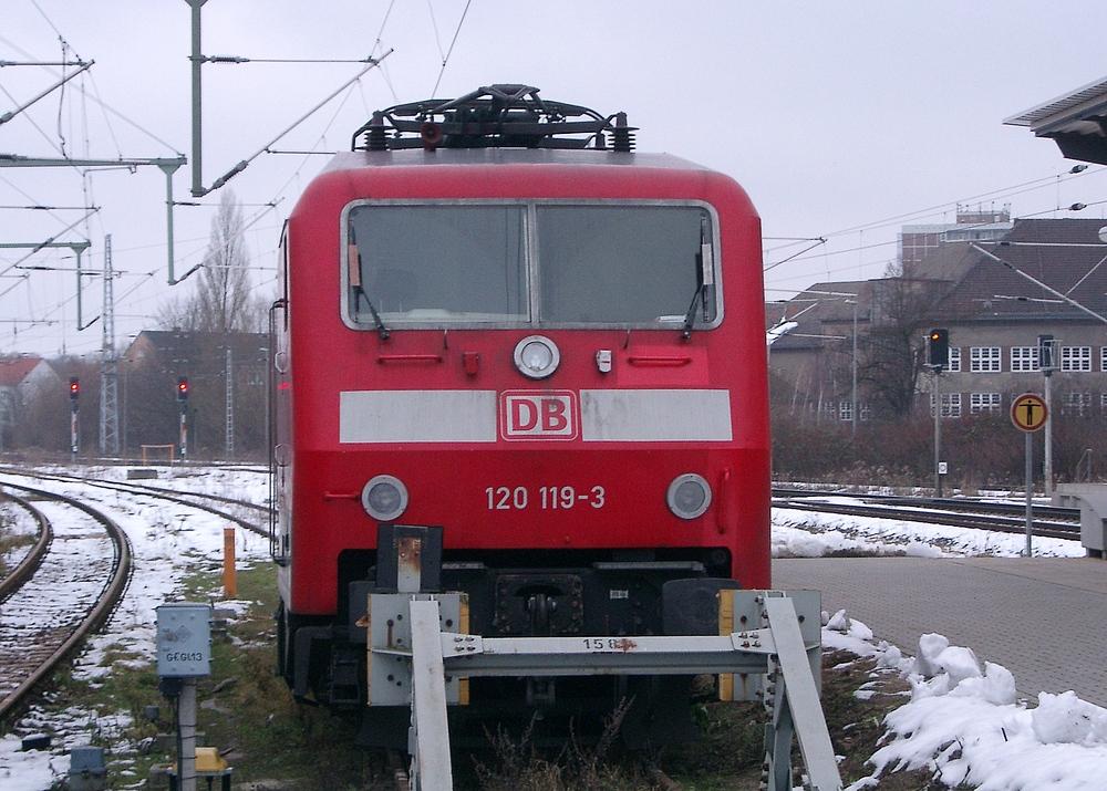 120 119-3 im Feb. 2006 in Rostock