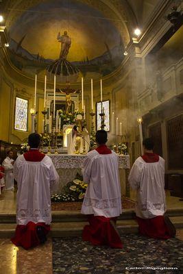 13 - Domenica di Pasqua, Incensazione all'elevazione dell'Ostia consacrata