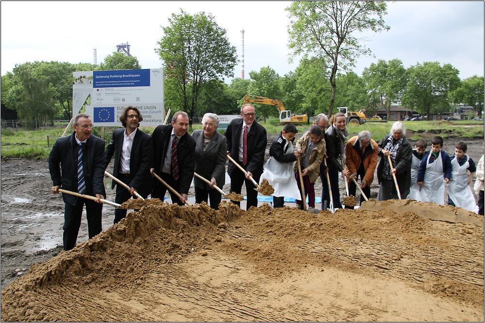 13.05.2014 Spatenstich für den Baubeginn des Grüngürtels in Duisburg-Bruckhausen