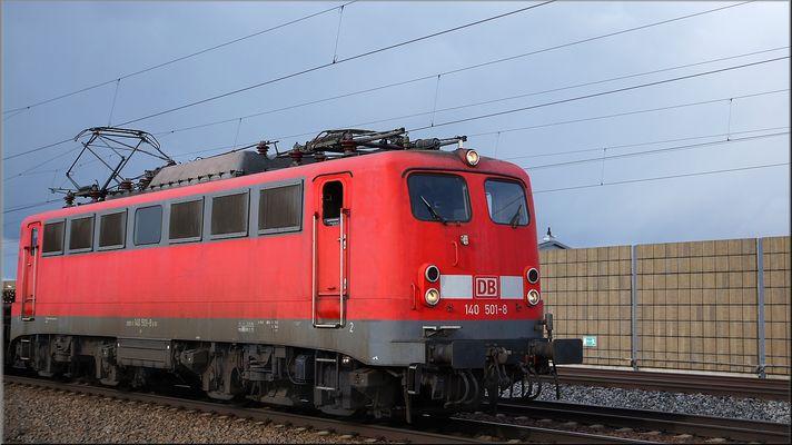 140 501-8 am 02 April 2015 hinter Kissing nach München unterwegs