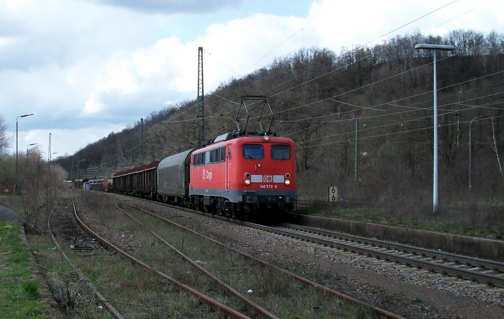 140 572 mit gemischten Güterzug