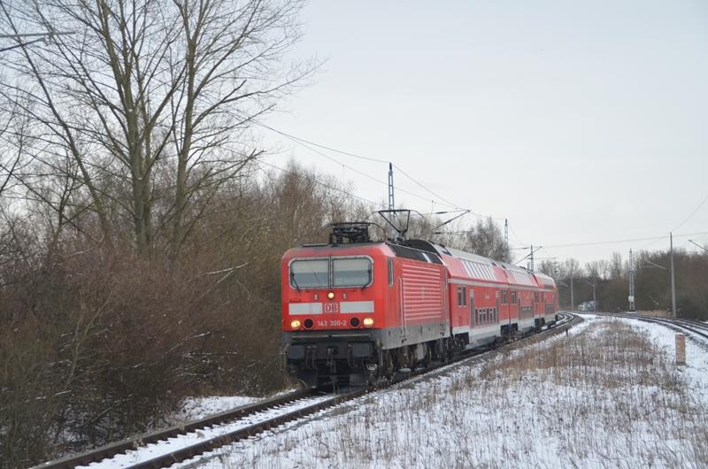 143 300 auf der Rostocker S-Bahn bei der Einfahrt in den Haltepunkt Rostock Evershagen
