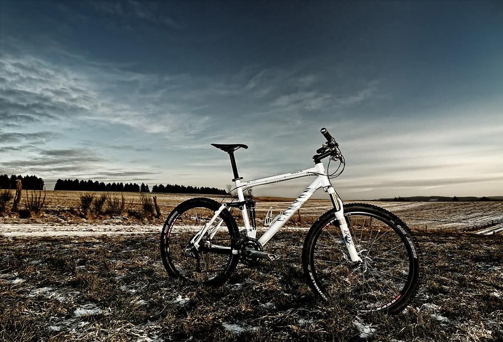 14mm, eine Wiese und ein Fahrrad