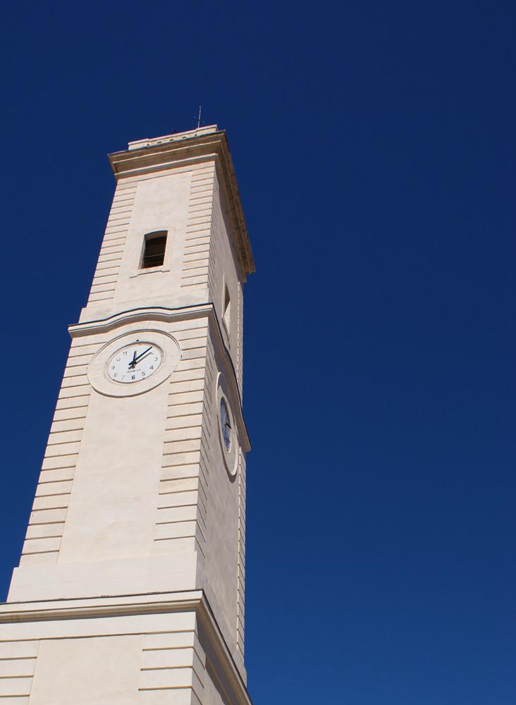 15 heures, place de l'horloge, Nîmes