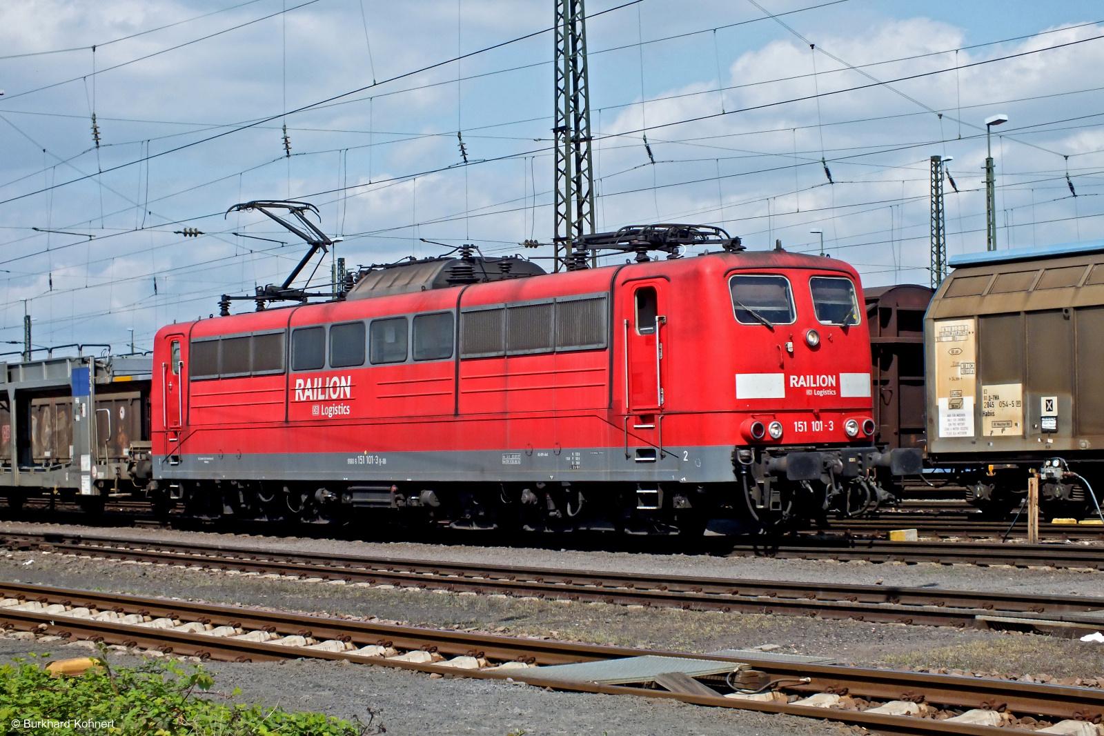 151 101-3 Railion mit einem Autotransportzug