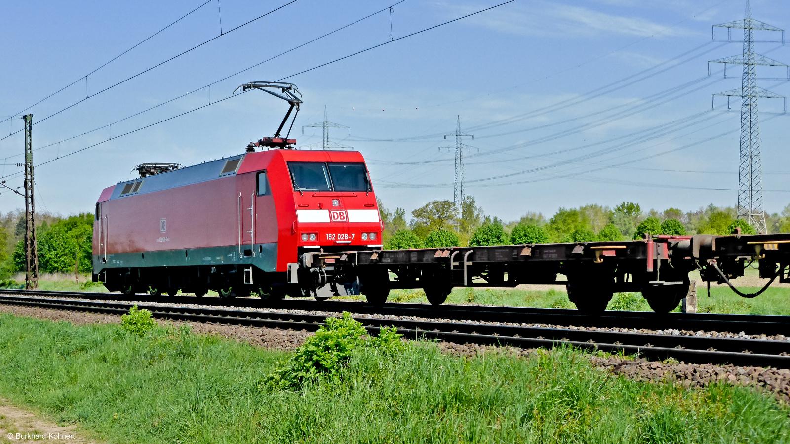 152 028-7 mit einem gem. Güterzug kurz vor Mainz-Bischofsheim