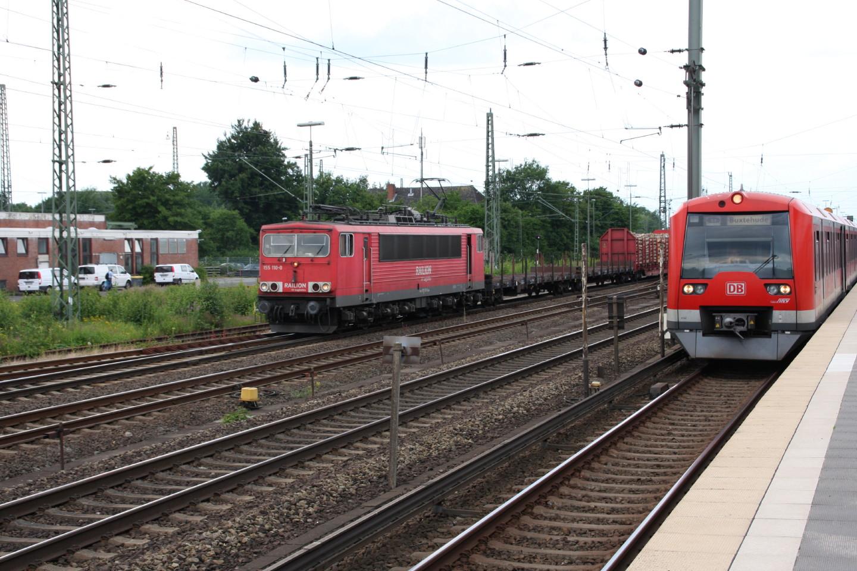 155 110 mit S-Bahn in Hamburg-Elbgaustraße