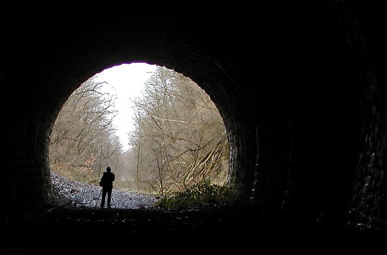 16 Uhr: Die Tunnelexpedition beginnt