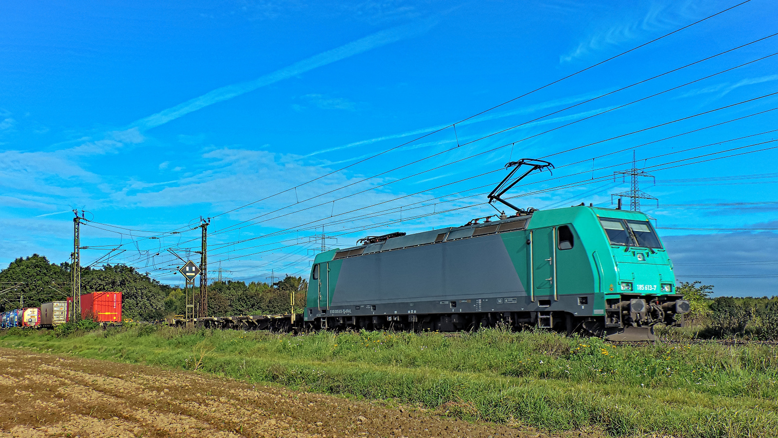185 613-7 mit einem gem. Güterzug