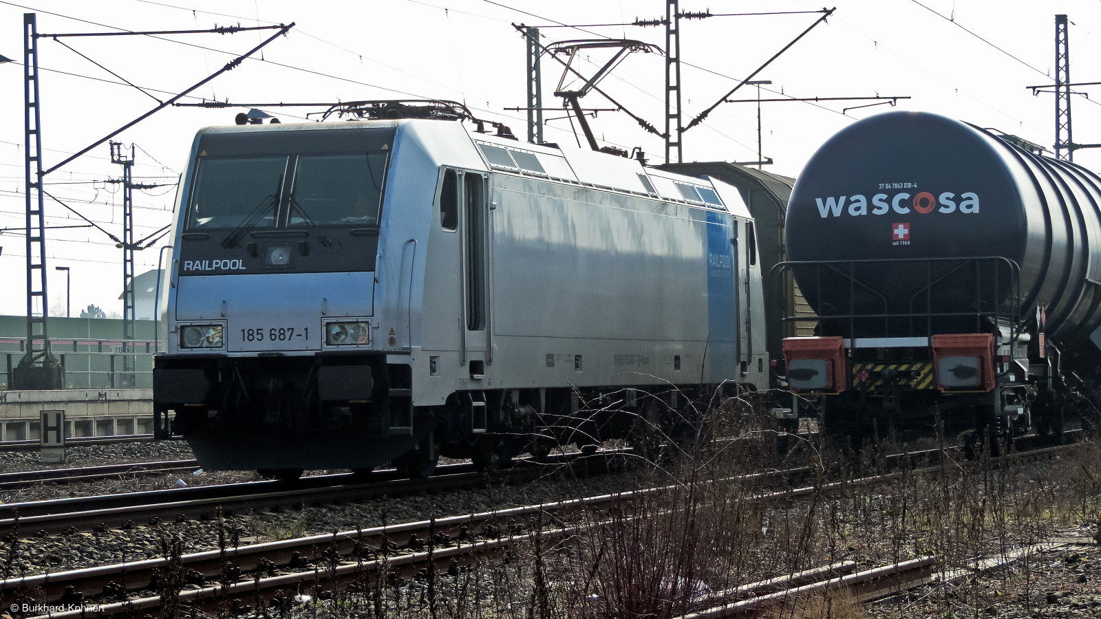 185 687-1 Railpool wartet auf Weiterfahrt