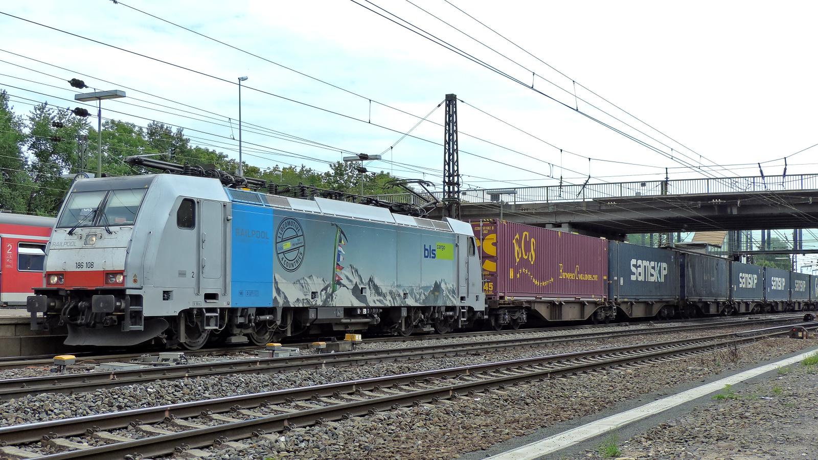 186 108 Railpool - bls cargo mit einem Containerzug